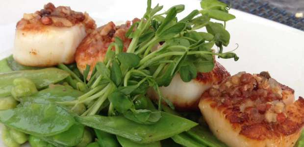 Seared Sea Scallops with Sweet Peas