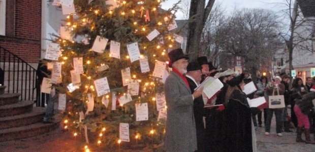 Carolers and the tree